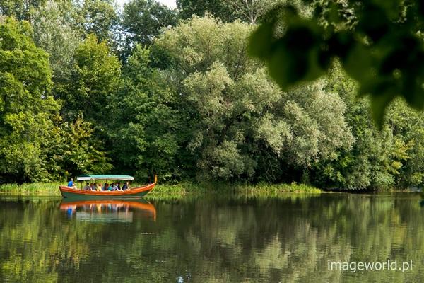 wypoczynek na wodzie w parku
